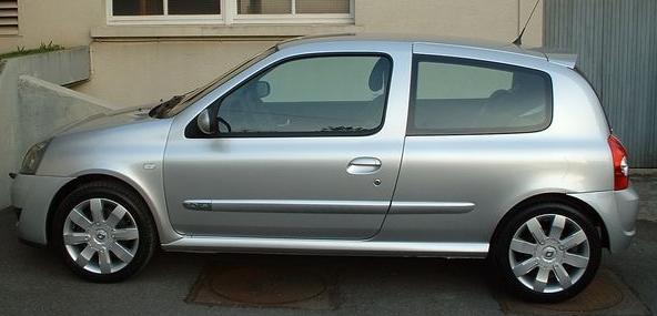Encyclopédie ] Clio II (2001 à 2006)